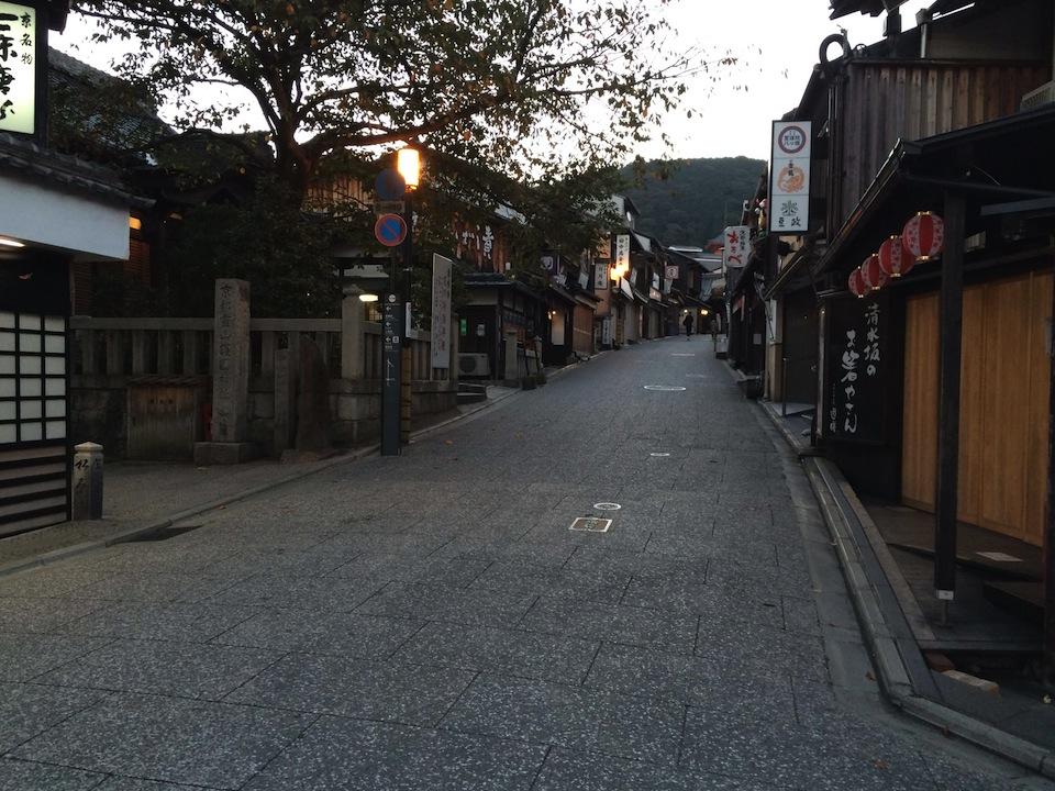 清水寺へ続く道